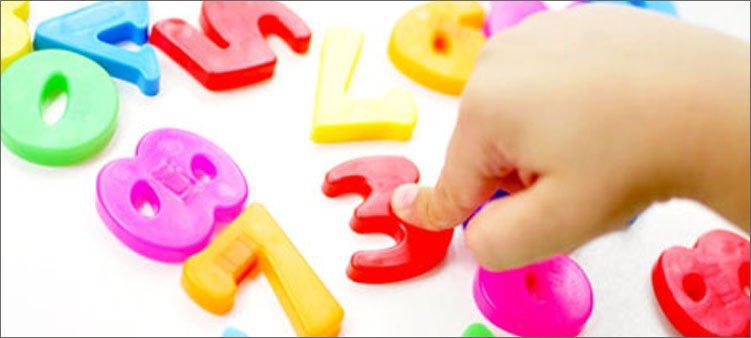 пальчик-указывает-на-цифру-3