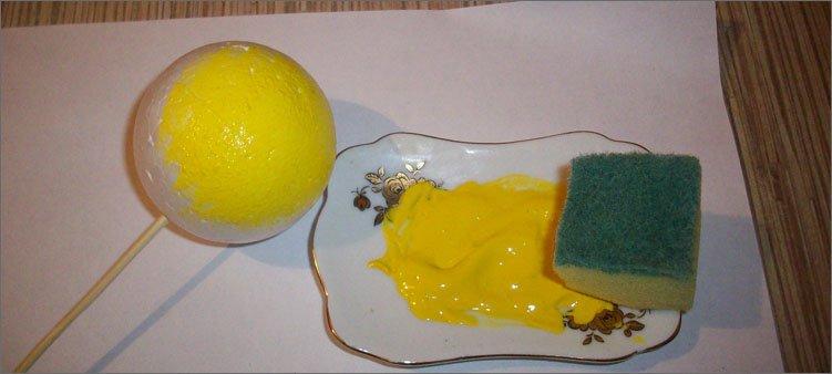 шар-раскрашенный-желтой-краской