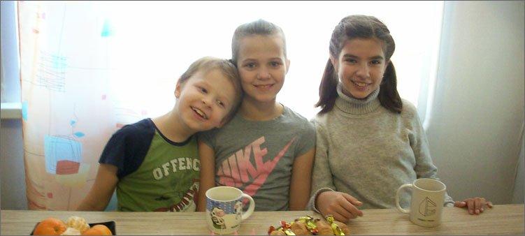 дети-сидят-за-столом