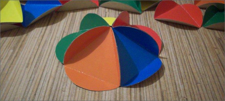 шалаш-из-цветного-картона