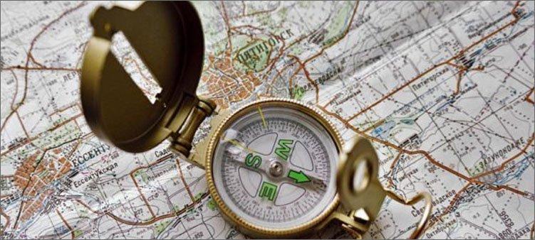 компас-лежит-на-карте