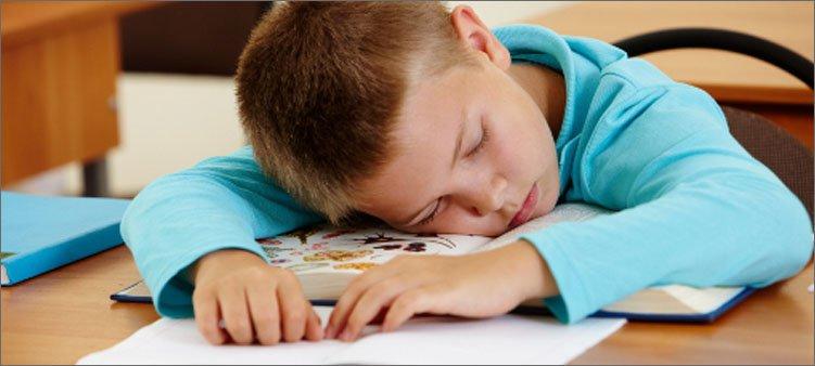 мальчик-спит-на-уроке