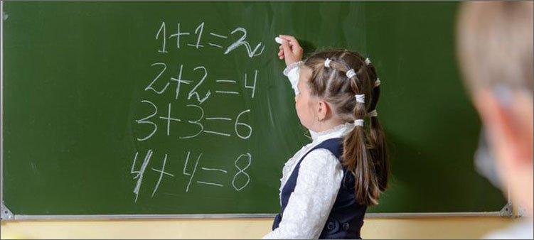 школьница-пишет-на-доске