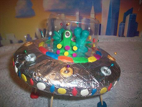 поделка-инопланетяне-на-тарелке