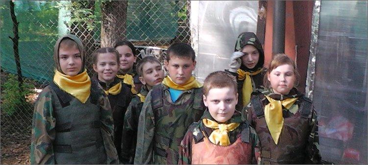 дети-в-костюмах-для-пейнтбола