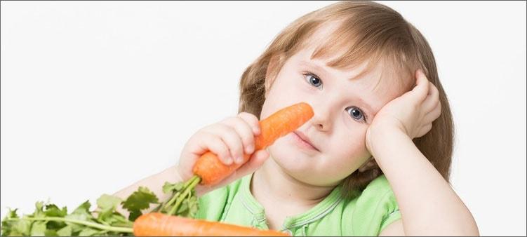 девочка-ест-морковку