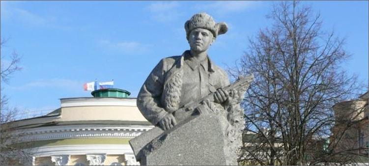 памятник-лене-голикову