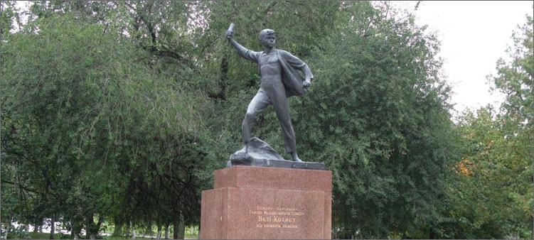 памятник-вале-котику