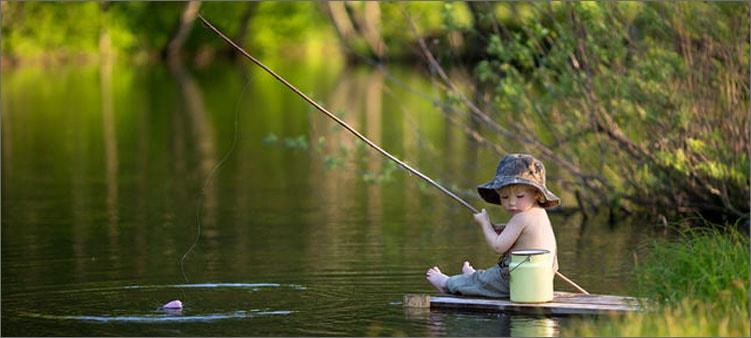мальчик-ловит-рыбу