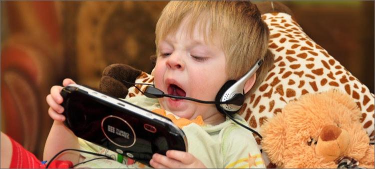 малыш-с-телефоном