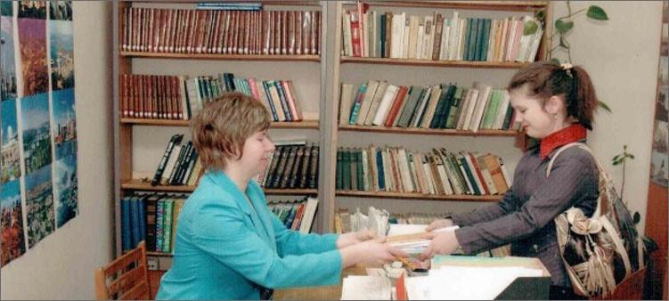 библиотекарь-на-работе