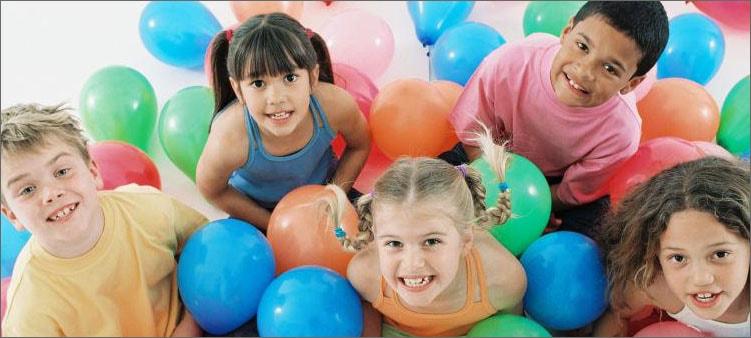 дети-играют-с-шариками