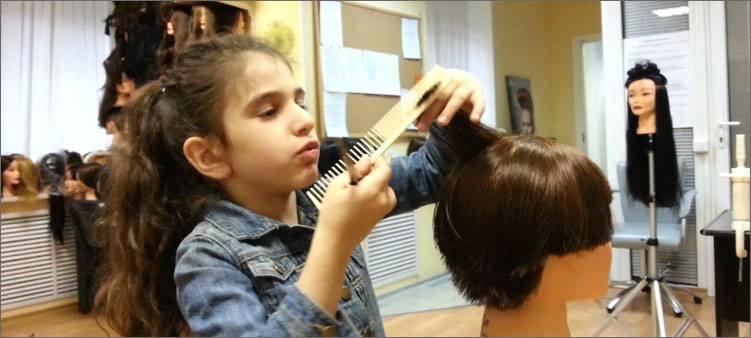 девочка-парикмахер