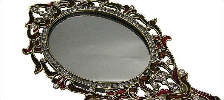 красивое-ручное-зеркало