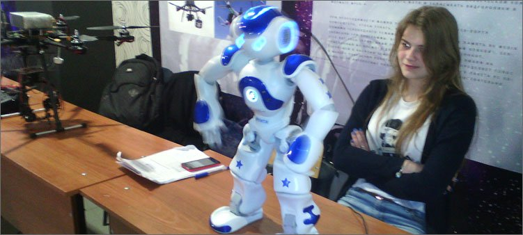 белый-робот-танцор