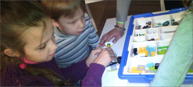 дети-собирают-робота