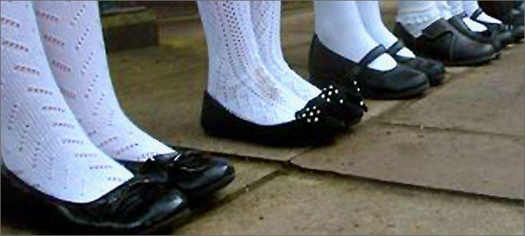 девочки-на-линейке-в-красивых-туфельках