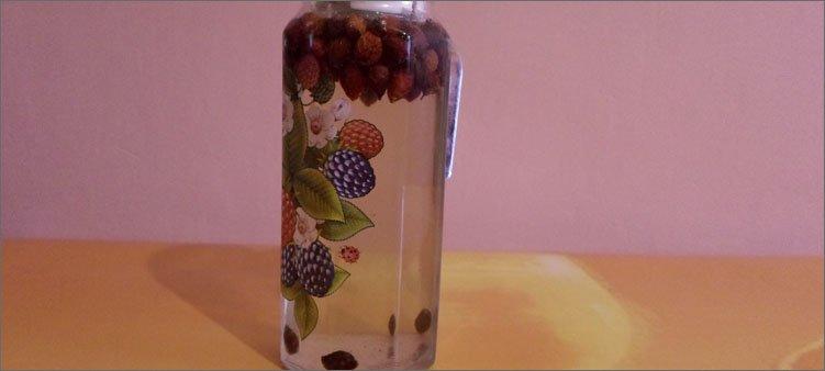ягоды-в-графине-залиты-кипятком