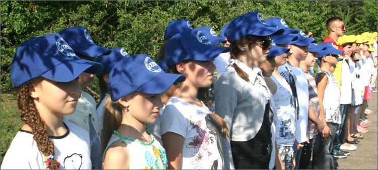 дети-на-линейке-в-лагере