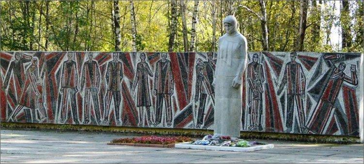 памятник-скорбящей-матери-в-смоленске