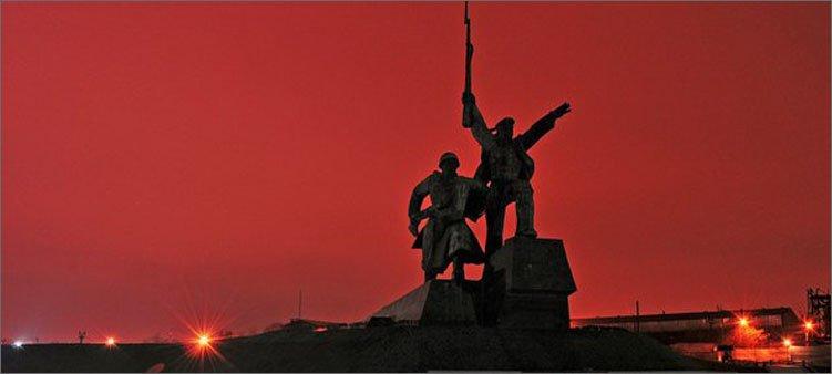 памятник-солдату-и-матросу-в-севастополе
