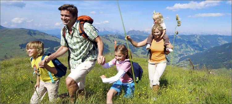 семья-идет-в-поход