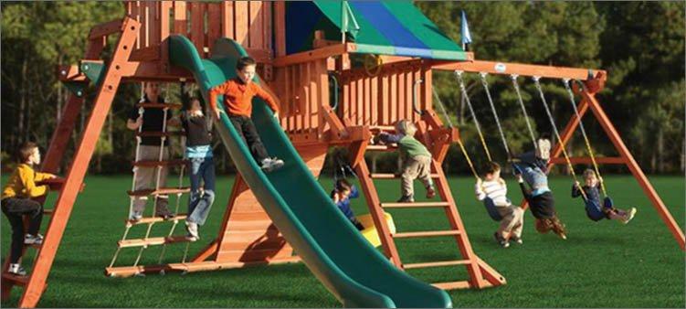 дети-играют-на-детской-площадке