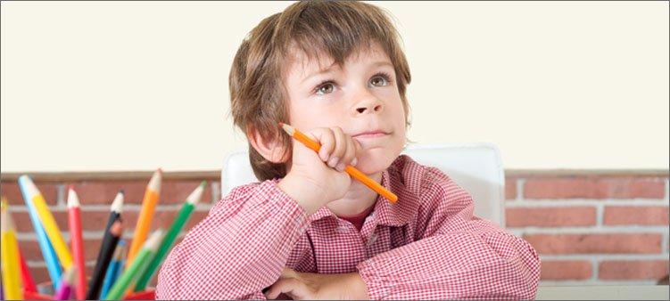 мальчик-думает-что-нарисовать