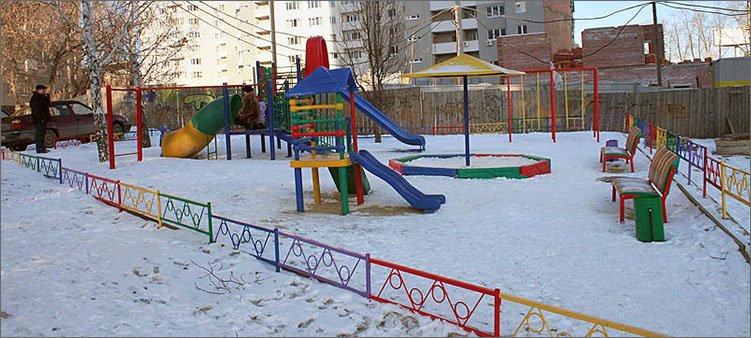 детская-площадка-зимой