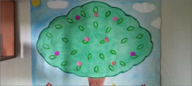 цветные-кружочки-приклеены-к-дереву