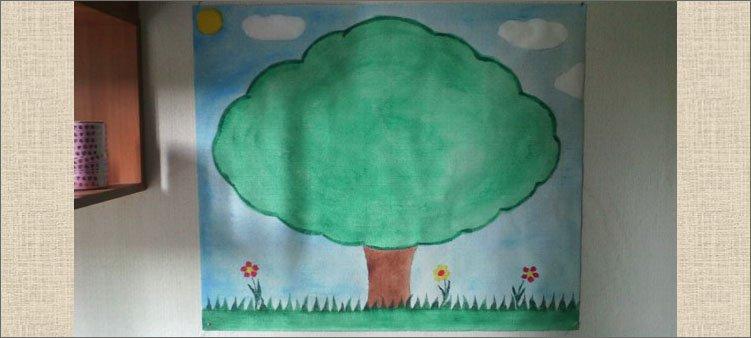 на-листе-бумаги-нарисовано-большое-зеленое-дерево