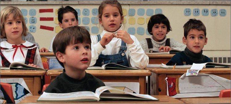 дети-на-уроке-слушают-учителя