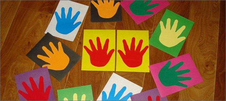 разноцветные-ладошки-из-картона