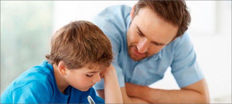 папа-учит-уроки-с-сыном