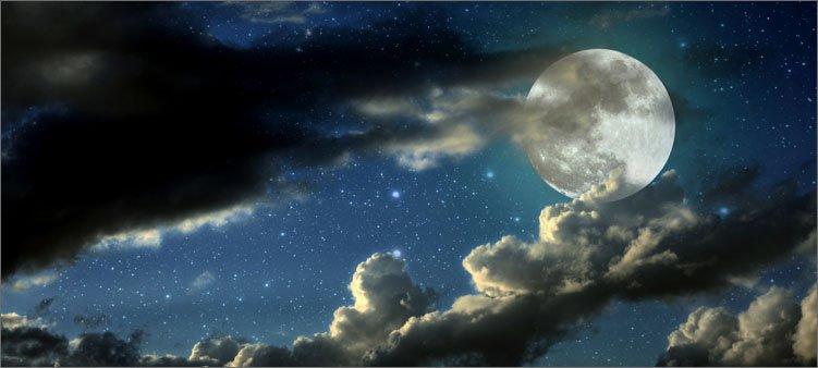 луна-прячется-в-облаках