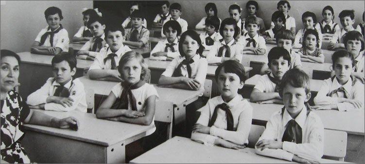 советские-школьники-за-партами