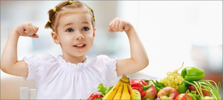 сильная-девочка-с-фруктами