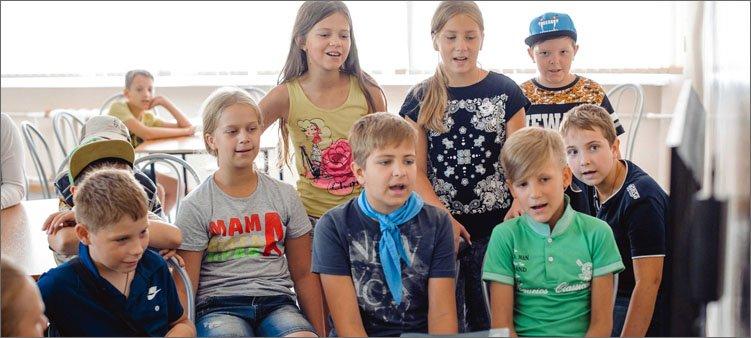 дети-поют-в-караоке