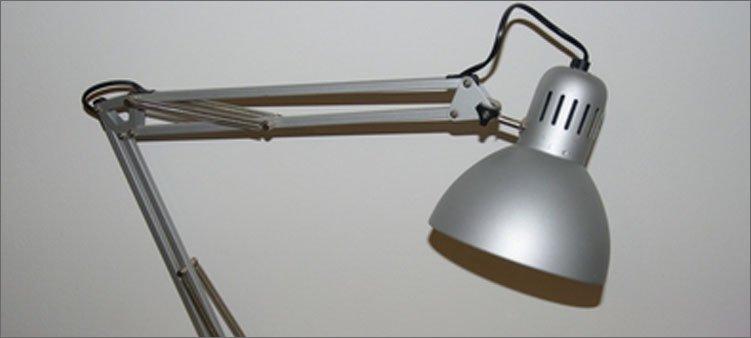 настольная-лампа-из-металла