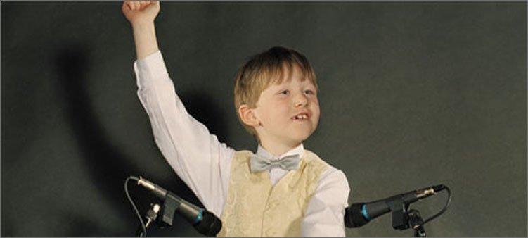 мальчик-около-микрофонов