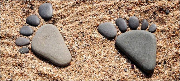 следы-из-камней-на-песке