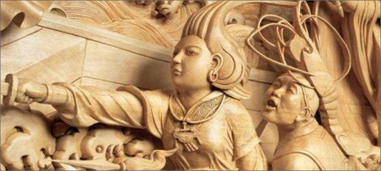 фрагмент-огромной-скульптуры-из-дерева