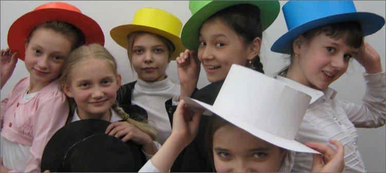 дети-в-цветных-шляпах