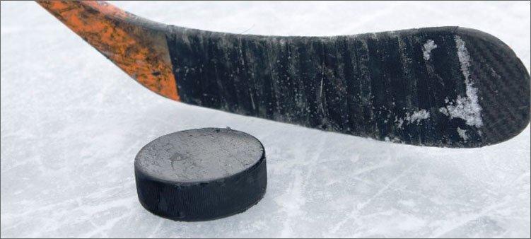 хоккейная-клюшка-и-шайба