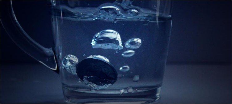 монета-на-дне-кружки-с-водой