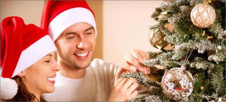 мужчина-и-жен-щина-в-новогодних-колпачках