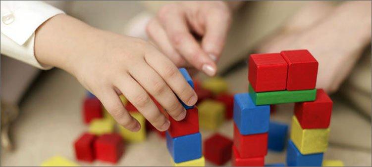 дети-строят-башенки
