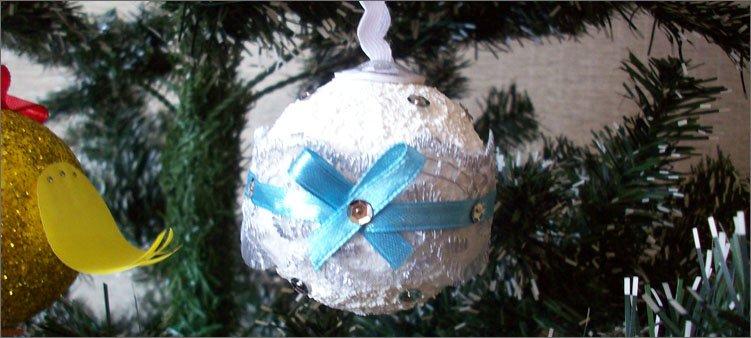 новогодняя-игрушка-снежный-ком