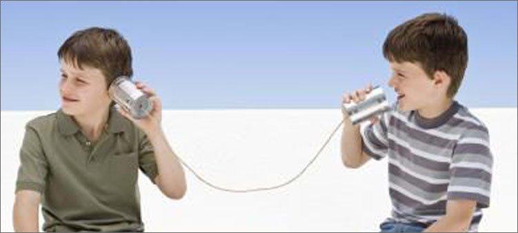 мальчики-играют-в-телефон