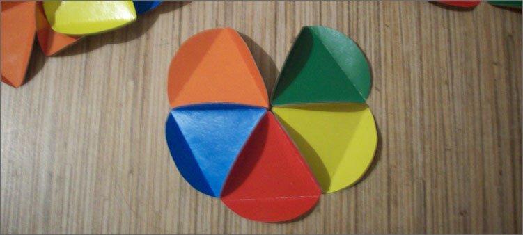 пять-деталей-из-цветного-картона-склеены